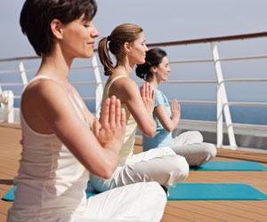 Yoga an frischer Seeluft