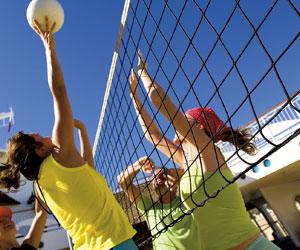 Volleyballfeld an Bord